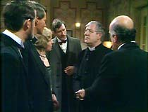 Tarrant (Lawrence Trimble), Godfrey (Peter Penry-Jones), Lady Diana (Sarah Lawson),  Boon (Stanley Lebor), Father Brown (Keneth More) and Leonard Smyth (Geoffrey Chater).